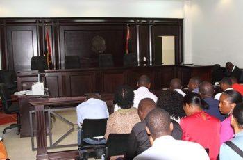 Julgamento adiado por falta de viatura